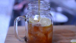 Đam Mê Ẩm Thực đổ-trà-vào-bình-300x169