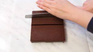 Đam Mê Ẩm Thực Chia-Chocolate-thành-các-miếng-nhỏ2-300x169