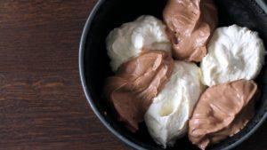 Đam Mê Ẩm Thực Cho-12-hỗn-hợp-kem-Cheese-ở-bước-3-và-hỗn-hợp-mứt-Chocolate-hạt-rẻ-vào-khuôn3-300x169