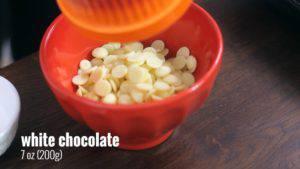 Đam Mê Ẩm Thực Cho-Chocolate-trắng-vào-bát-300x169