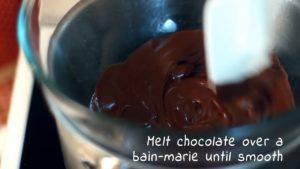 Đam Mê Ẩm Thực Cho-Chocolate-vào-bát.-Đun-cách-thủy-và-khuấy-đều-cho-đến-khi-tan2-300x169