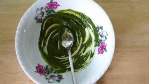 Đam Mê Ẩm Thực Cho-bột-matcha-và-nước-nóng-vào-bát-và-trộn-đều-3-300x169