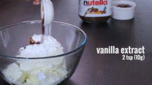 Đam Mê Ẩm Thực Cho-kem-Cheese-đường-bột-chiết-suất-vani-vào-bát-và-đánh-bông3-300x169