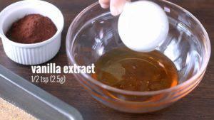 Đam Mê Ẩm Thực Cho-mật-ong-chiết-xuất-vani-bột-cacao-dầu-dừa-đun-sôi-và-trộn-đều-cho-đến-khi-sánh2-300x169