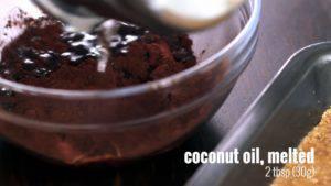 Đam Mê Ẩm Thực Cho-mật-ong-chiết-xuất-vani-bột-cacao-dầu-dừa-đun-sôi-và-trộn-đều-cho-đến-khi-sánh4-300x169