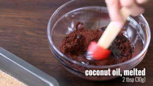 Đam Mê Ẩm Thực Cho-mật-ong-chiết-xuất-vani-bột-cacao-dầu-dừa-đun-sôi-và-trộn-đều-cho-đến-khi-sánh5-300x169