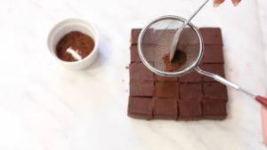 Đam Mê Ẩm Thực Rắc-bột-cacao-và-hoàn-thành-1-300x169