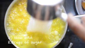 Đam Mê Ẩm Thực Sau-10-phút-nồi-sôi-ta-bắt-đầu-cho-thêm-đường-vào-nồi-và-để-trong-khoảng-5-7-phút-khuấy-đều-đến-khi-đường-tan.-1-300x169