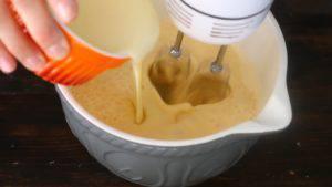 Đam Mê Ẩm Thực Thêm-sữa-đặc-có-đường-và-tiếp-tục-đánh-300x169