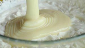 Đam Mê Ẩm Thực Thêm-sữa-đặc-có-đường-và-trộn-đều-300x169