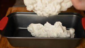 Đam Mê Ẩm Thực Trải-đều-vào-khuôn-và-bọc-màng-bọc-thực-phẩm-300x169