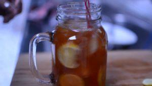 Đam Mê Ẩm Thực khuấy-đều-trà-và-chanh-lát-300x169
