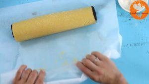 Đam Mê Ẩm Thực t-bột-cacao-đã-lăn-phẳng-ở-bước-4-lên-mặt-bột-vani-đã-lăn-phẳng-ở-bước-3-và-cuộn-tròn.-Sau-đó-để-lạnh-trong-1-giờ-6-300x169