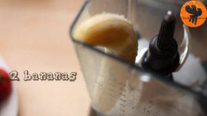 Đam Mê Ẩm Thực Cho-đá-viên-chuối-tiêu-dâu-tây-sữa-đặc-không-đường-đường-nâu-nước-lọc-kem-Whipping-vào-máy-và-xay-đều-cho-đến-khi-nhuyễn2-300x169