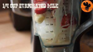 Đam Mê Ẩm Thực Cho-đá-viên-chuối-tiêu-dâu-tây-sữa-đặc-không-đường-đường-nâu-nước-lọc-kem-Whipping-vào-máy-và-xay-đều-cho-đến-khi-nhuyễn5-300x169