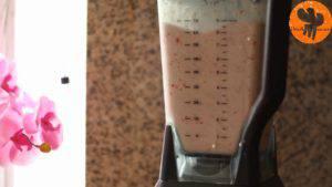 Đam Mê Ẩm Thực Cho-đá-viên-chuối-tiêu-dâu-tây-sữa-đặc-không-đường-đường-nâu-nước-lọc-kem-Whipping-vào-máy-và-xay-đều-cho-đến-khi-nhuyễn8-300x169