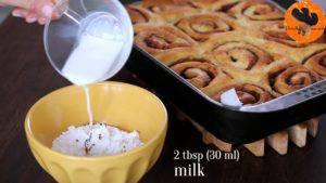 Đam Mê Ẩm Thực Cho-đường-bột-vào-bát-chiết-suất-vani-sữa-tươi-và-khuấy-đều-đến-khi-hòa-tan3-300x169