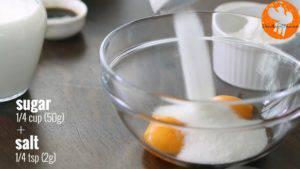 Đam Mê Ẩm Thực Cho-2-lòng-đỏ-trứng-14-cup-50g-đường-kính-muối-vào-bát-và-đánh-tơi-cho-đến-khi-sánh2-300x169