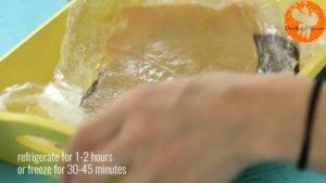 Đam Mê Ẩm Thực Cho-2-miếng-bột-đã-ép-dẹt-vào-khay-và-làm-lạnh-ở-ngăn-đá-khoảng-30-45-phút-300x169