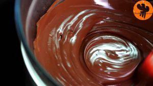 Đam Mê Ẩm Thực Cho-Chocolate-2-tbsp-30g-bơ-lạc-vào-bát.-Đun-cách-thủy-và-khuấy-đều-cho-đến-khi-tan-đều4-300x169