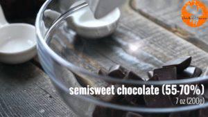Đam Mê Ẩm Thực Cho-Chocolate-bơ-vào-bát.-Đun-cách-thủy-với-lửa-nhỏ-và-khuấy-đều-cho-đến-khi-tan-300x169