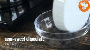 Đam Mê Ẩm Thực Cho-Chocolate-chip-12-cup-120g-kem-Whipping-vào-bát-và-đun-cách-thủy-với-lửa-nhỏ-cho-đến-khi-tan-đều-300x169