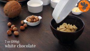 Đam Mê Ẩm Thực Cho-Chocolate-trắng-kem-Whipping-vào-bát.-Đun-cách-thủy-và-khuấy-cho-đến-khi-tan-đều-300x169