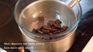 Đam Mê Ẩm Thực Cho-Chocolate-và-bơ-vào-bát.-Đun-cách-thủy-cho-đến-khi-tan-300x169