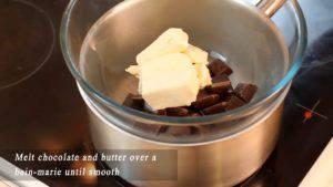 Đam Mê Ẩm Thực Cho-Chocolate-và-bơ-vào-bát.-Đun-cách-thủy-cho-đến-khi-tan2-300x169