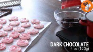 Đam Mê Ẩm Thực Cho-Chocolate-vào-bát.-Đun-cách-thủy-với-lửa-nhỏ-và-khuấy-đều-cho-đến-khi-tan-300x169