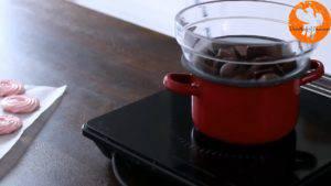 Đam Mê Ẩm Thực Cho-Chocolate-vào-bát.-Đun-cách-thủy-với-lửa-nhỏ-và-khuấy-đều-cho-đến-khi-tan2-300x169