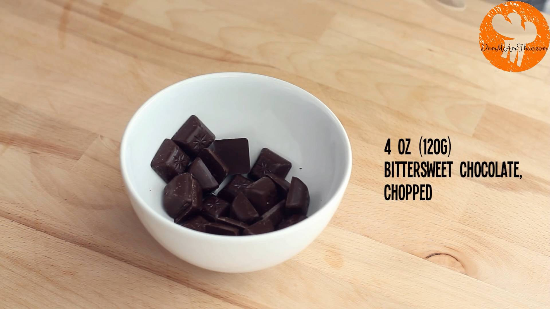 Đam Mê Ẩm Thực Cho-Chocolate-vào-bát