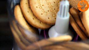 Đam Mê Ẩm Thực Cho-bánh-Cosy-vào-máy-và-xay-vụn-300x169