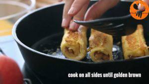 Đam Mê Ẩm Thực Cho-bánh-mì-đã-cuộn-ở-bước-3-lăn-qua-hỗn-hợp-trứng-ở-bước-4.-Đặt-lên-chảo-rán-và-lật-đều-tay-cho-đến-khi-lớp-vỏ-có-màu-nâu-vàng7-300x169