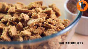 Đam Mê Ẩm Thực Cho-bánh-quy-vào-bát-và-bẻ-vụn2-300x169