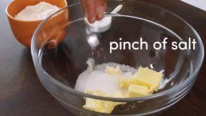 Đam Mê Ẩm Thực Cho-bơ-đường-chút-muối-vào-bát-và-trộn-đều-cho-đến-khi-nhuyễn3-300x169