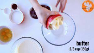 Đam Mê Ẩm Thực Cho-bơ-Chocolate-vào-bát.-Đun-cách-thủy-và-khuấy-đều-cho-đến-khi-tan-300x169