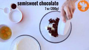 Đam Mê Ẩm Thực Cho-bơ-Chocolate-vào-bát.-Đun-cách-thủy-và-khuấy-đều-cho-đến-khi-tan2-300x169