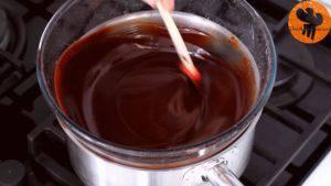 Đam Mê Ẩm Thực Cho-bơ-Chocolate-vào-bát.-Đun-cách-thủy-và-khuấy-đều-cho-đến-khi-tan5-300x169