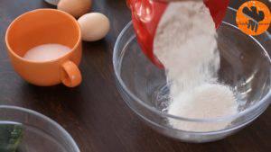 Đam Mê Ẩm Thực Cho-bột-mì-đa-dụng-bột-cacao-bột-Baking-soda-muối-bột-cà-phê-vào-bát-và-trộn-đều-300x169