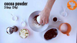 Đam Mê Ẩm Thực Cho-bột-mì-đa-dụng-bột-cacao-muối-bột-baking-powder-vào-bát-và-trộn-đều2-300x169