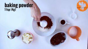 Đam Mê Ẩm Thực Cho-bột-mì-đa-dụng-bột-cacao-muối-bột-baking-powder-vào-bát-và-trộn-đều4-300x169