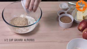 Đam Mê Ẩm Thực Cho-bột-mì-đa-dụng-bột-hạnh-nhân-đường-nâu-bột-quế-muối-vào-bát-và-trộn-đều2-300x169