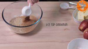 Đam Mê Ẩm Thực Cho-bột-mì-đa-dụng-bột-hạnh-nhân-đường-nâu-bột-quế-muối-vào-bát-và-trộn-đều4-300x169