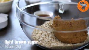 Đam Mê Ẩm Thực Cho-bột-mì-đa-dụng-yến-mạch-đường-nâu-muối-bột-baking-powder-vào-bát-và-trộn-đều3-300x169