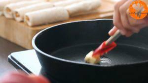 Đam Mê Ẩm Thực Cho-chảo-lên-bếp-đun-với-lửa-nhỏ-và-thêm-bơ-300x169