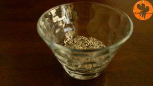 Đam Mê Ẩm Thực Cho-hạt-Chia-vào-bát-và-ngâm-trong-3-tbsp-nước-lọc-300x169