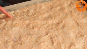 Đam Mê Ẩm Thực Cho-hỗn-hợp-ở-bước-1-vào-khuôn-và-trải-đều2-300x169