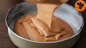 Đam Mê Ẩm Thực Cho-hỗn-hợp-ở-bước-6-vào-khuôn-9-inch-23-cm-đã-được-phết-đều-bơ-và-rắc-bột-mì.-Trải-đều-hỗn-hợp3-300x169