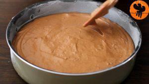 Đam Mê Ẩm Thực Cho-hỗn-hợp-ở-bước-6-vào-khuôn-9-inch-23-cm-đã-được-phết-đều-bơ-và-rắc-bột-mì.-Trải-đều-hỗn-hợp4-300x169